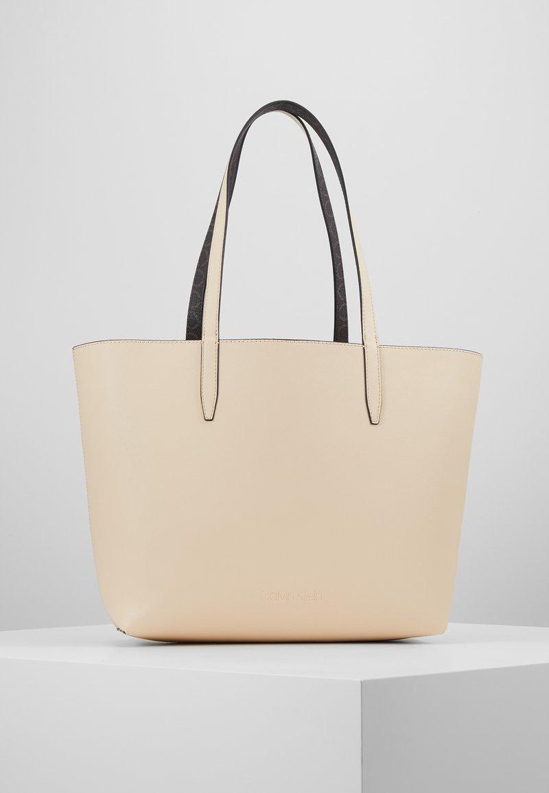 Calvin Klein - MONO  SET - Håndtasker - brown