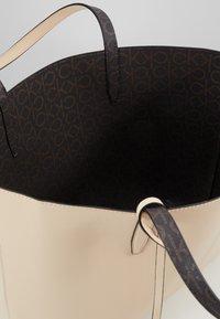 Calvin Klein - MONO  SET - Håndtasker - brown - 5