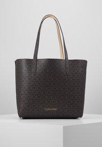 Calvin Klein - MONO  SET - Håndtasker - brown - 7