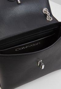 Calvin Klein - RE LOCK CROSSBODY - Sac bandoulière - black - 4