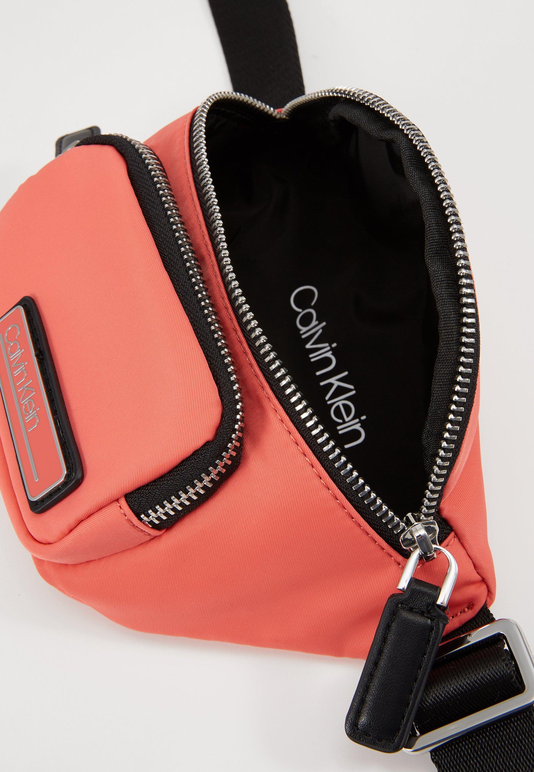Calvin Klein PRIMARY MINI WAISTBAG - Marsupio - red