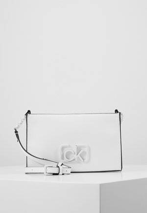 SIGNATURE CROSSBODY - Skuldertasker - white