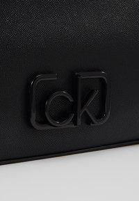 Calvin Klein - SIGNATURE CROSSBODY - Sac bandoulière - black - 2