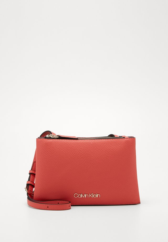 SIDED TRIO CROSSBODY - Across body bag - red