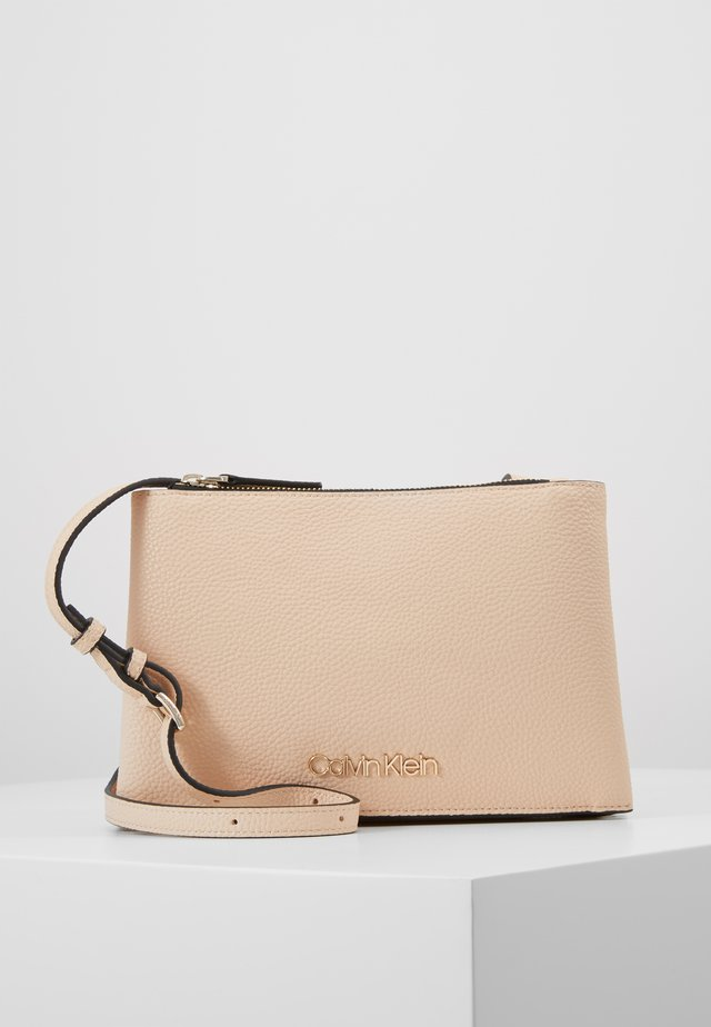 SIDED TRIO CROSSBODY - Umhängetasche - pink