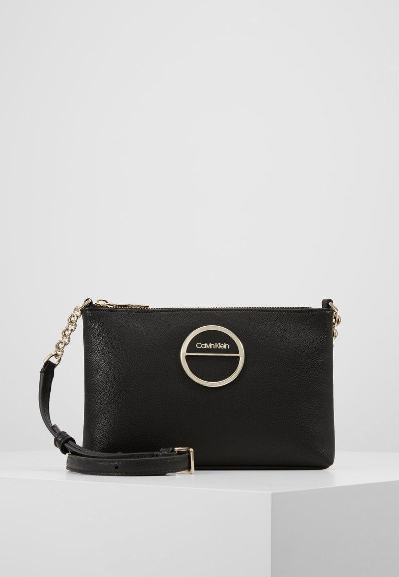 Calvin Klein - HOOP CROSSBODY - Schoudertas - black