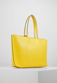 Calvin Klein - MUST SET - Bolso shopping - yellow - 3