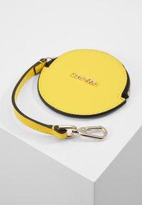 Calvin Klein - MUST SET - Bolso shopping - yellow - 5