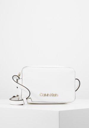MUST CAMERABAG - Schoudertas - white