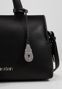 Calvin Klein - NEAT TOTE - Håndveske - black - 2