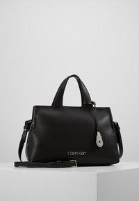 Calvin Klein - NEAT TOTE - Håndveske - black - 0
