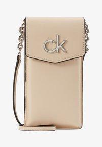 Calvin Klein - RE LOCK PHONE POUCH - Taška spříčným popruhem - pink - 1