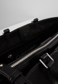 Calvin Klein - SIDED TOTE - Håndveske - black - 3