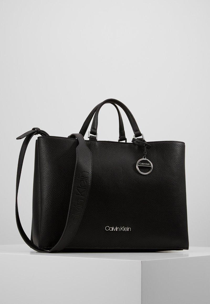 Calvin Klein - SIDED TOTE - Håndveske - black