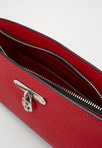 Calvin Klein - DRESSED BUSINESS CROSSBODY - Skulderveske - red - 4