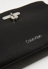 Calvin Klein - DRESSED BUSINESS CROSSBODY - Sac bandoulière - black - 2