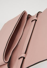 Calvin Klein - RETRO - Clutch - pink - 4