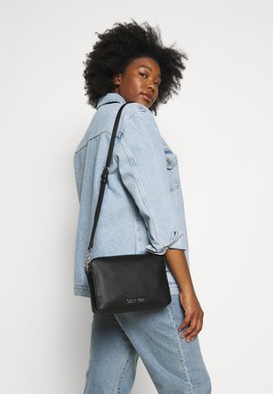 MUST CROSSBODY - Across body bag - black