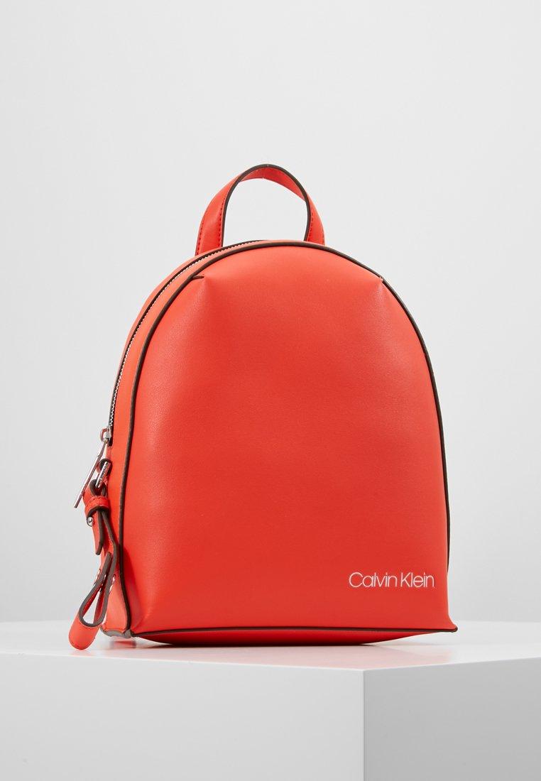 Calvin Klein - STRIDE BACKPACK - Rygsække - orange