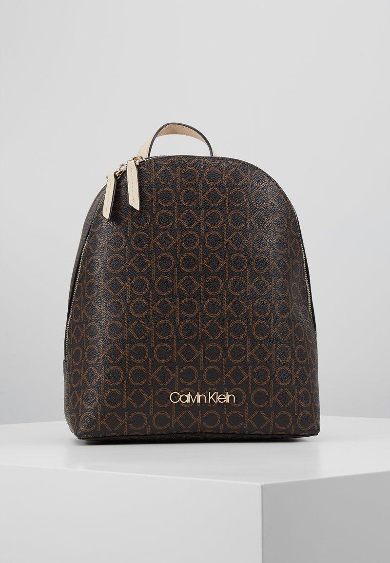 Calvin Klein - MONO BACKPACK  - Batoh - brown