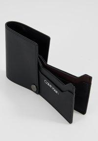 Calvin Klein - TRAVEL CARDHOLDER - Lompakko - black - 5