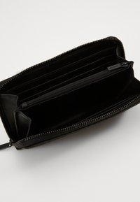 Calvin Klein - MONO BLEND LONG ZIPAROUND - Lompakko - black - 0