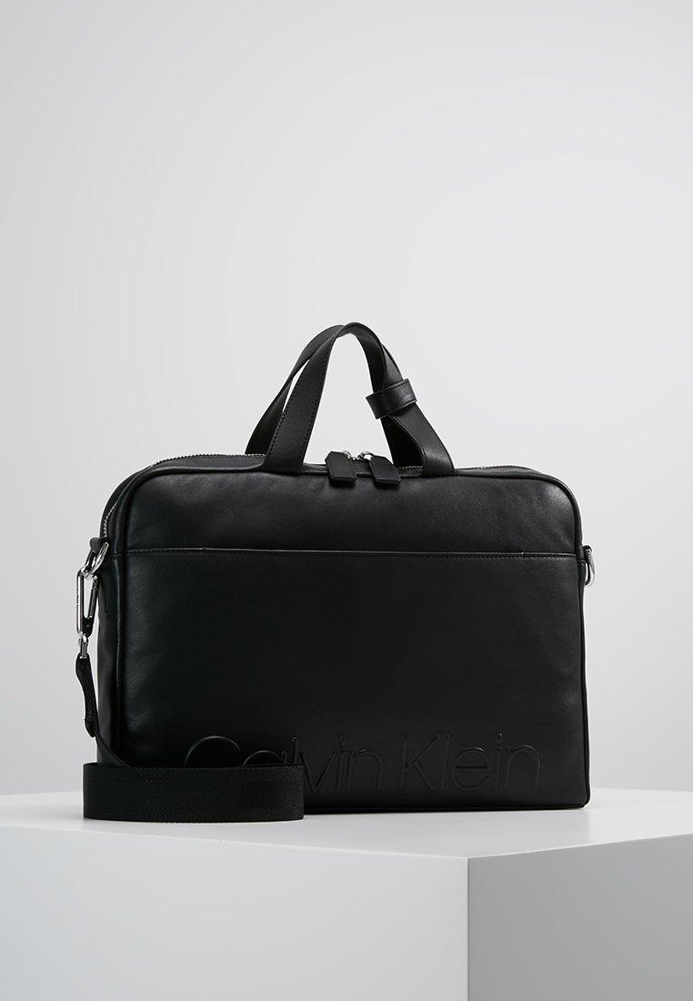 Calvin Klein - STATEMENT ZIP SLIM LAPTOP BAG - Aktentasche - black