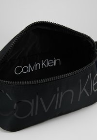 Calvin Klein - TRAIL WAISTBAG - Sac banane - black - 4