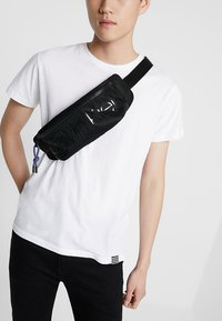 Calvin Klein - TRAIL WAISTBAG - Sac banane - black - 1
