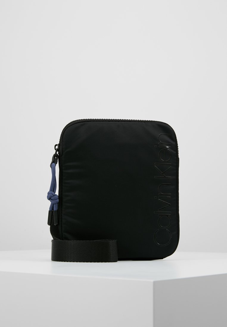 Calvin Klein - TRAIL MINI FLAT CROSSOVER - Bandolera - black