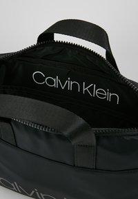 Calvin Klein - TRAIL SLIM LAPTOP BAG - Aktovka - black - 4