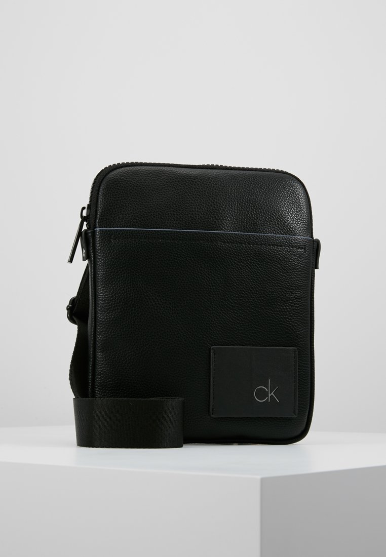 Calvin Klein - DIRECT FLAT CROSSOVER - Sac bandoulière - black