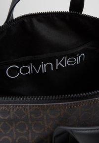 Calvin Klein - MONO WEEKENDER - Taška na víkend - brown - 4