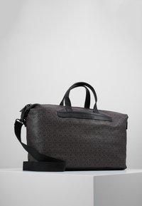 Calvin Klein - MONO WEEKENDER - Taška na víkend - brown - 0