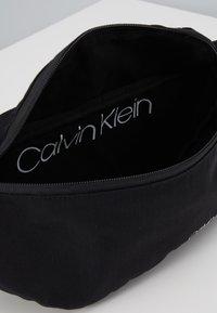 Calvin Klein - ITEM STORY WAISTBAG - Riñonera - black - 4