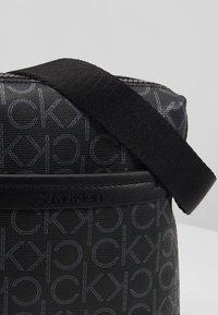 Calvin Klein - MONO MINI REPORTER - Bandolera - black - 2