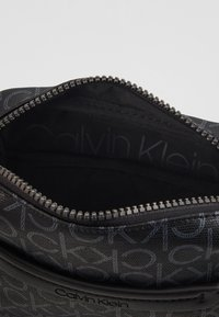 Calvin Klein - MONO MINI REPORTER - Bandolera - black - 5