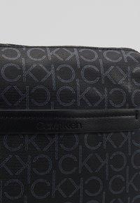 Calvin Klein - MONO FLAT CROSSOVER - Skulderveske - black - 6