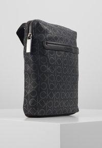 Calvin Klein - MONO FLAT CROSSOVER - Skulderveske - black - 3