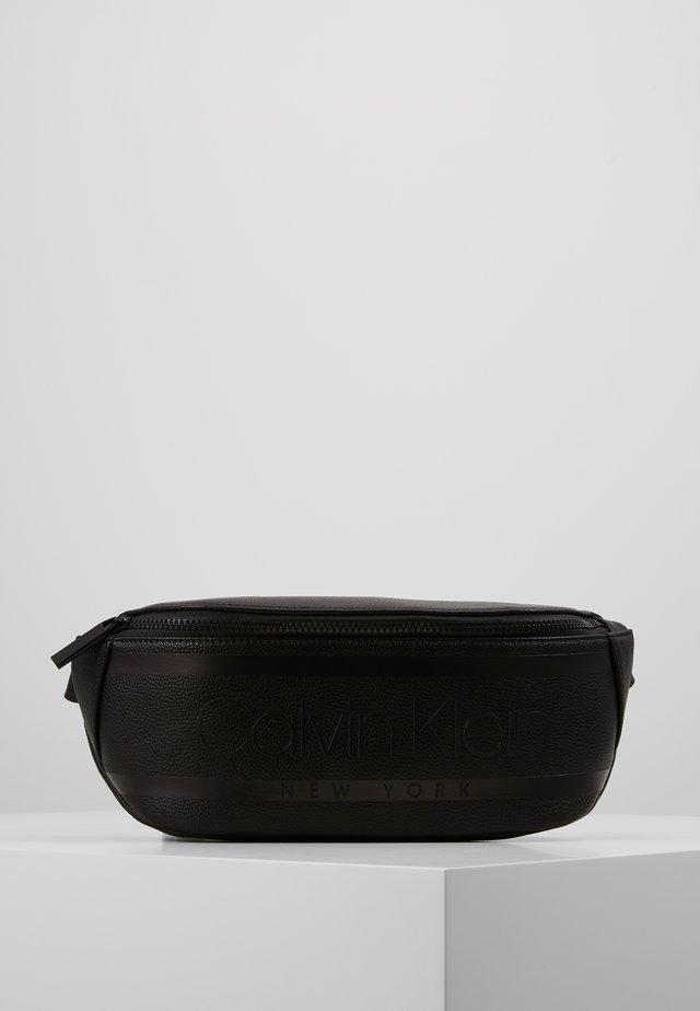 LOGO WAISTBAG - Bæltetasker - black