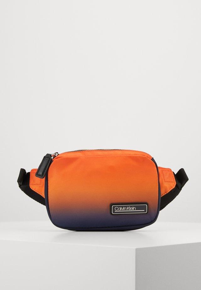 PRIMARY SMALL WAISTBAG - Heuptas - orange