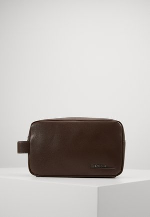 BOMBE WASHBAG - Wash bag - brown