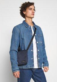 Calvin Klein - PRIMARY MINI FLAT CROSSOVER - Skulderveske - blue - 1