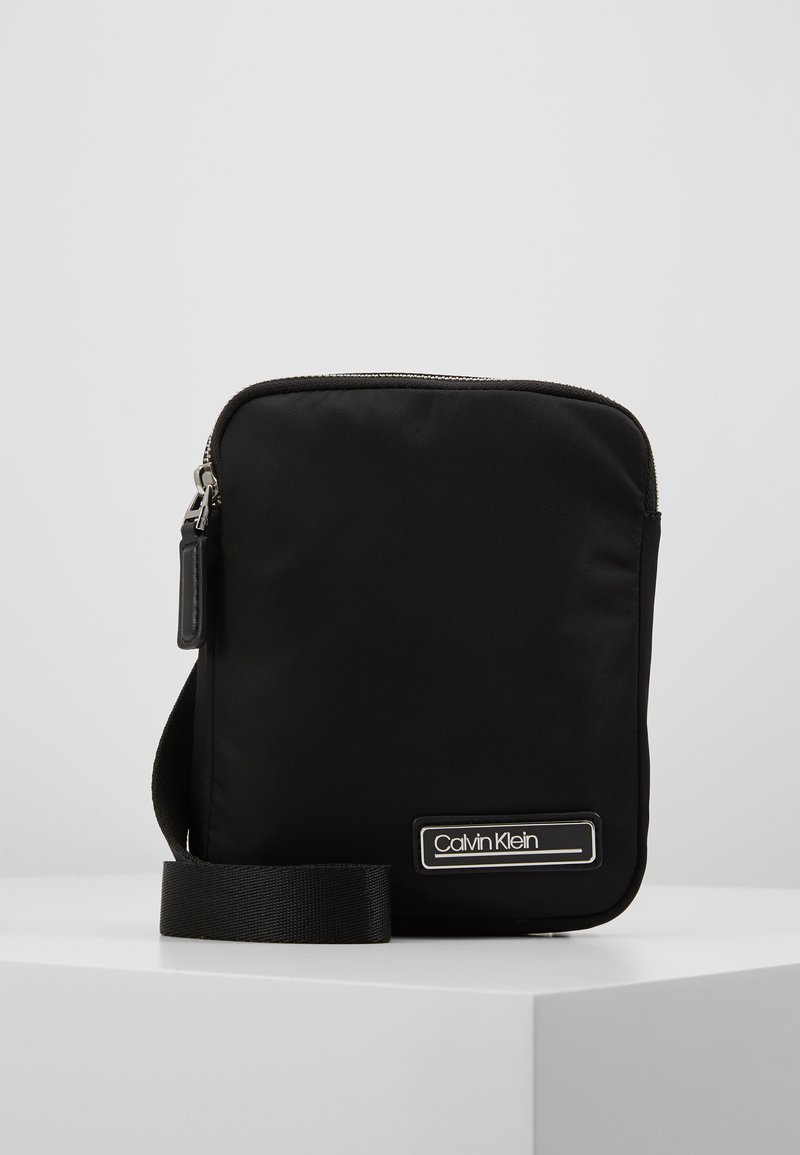 Calvin Klein - PRIMARY MINI FLAT CROSSOVER - Sac bandoulière - black