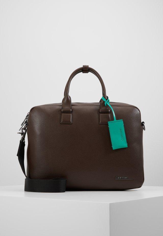 LAPTOP BAG - Portfölj - brown