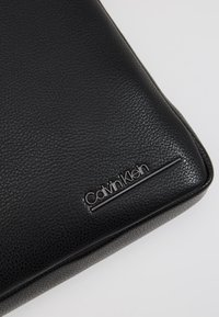 Calvin Klein - CK BOMBE' FLAT CROSSOVER - Taška spříčným popruhem - black - 2