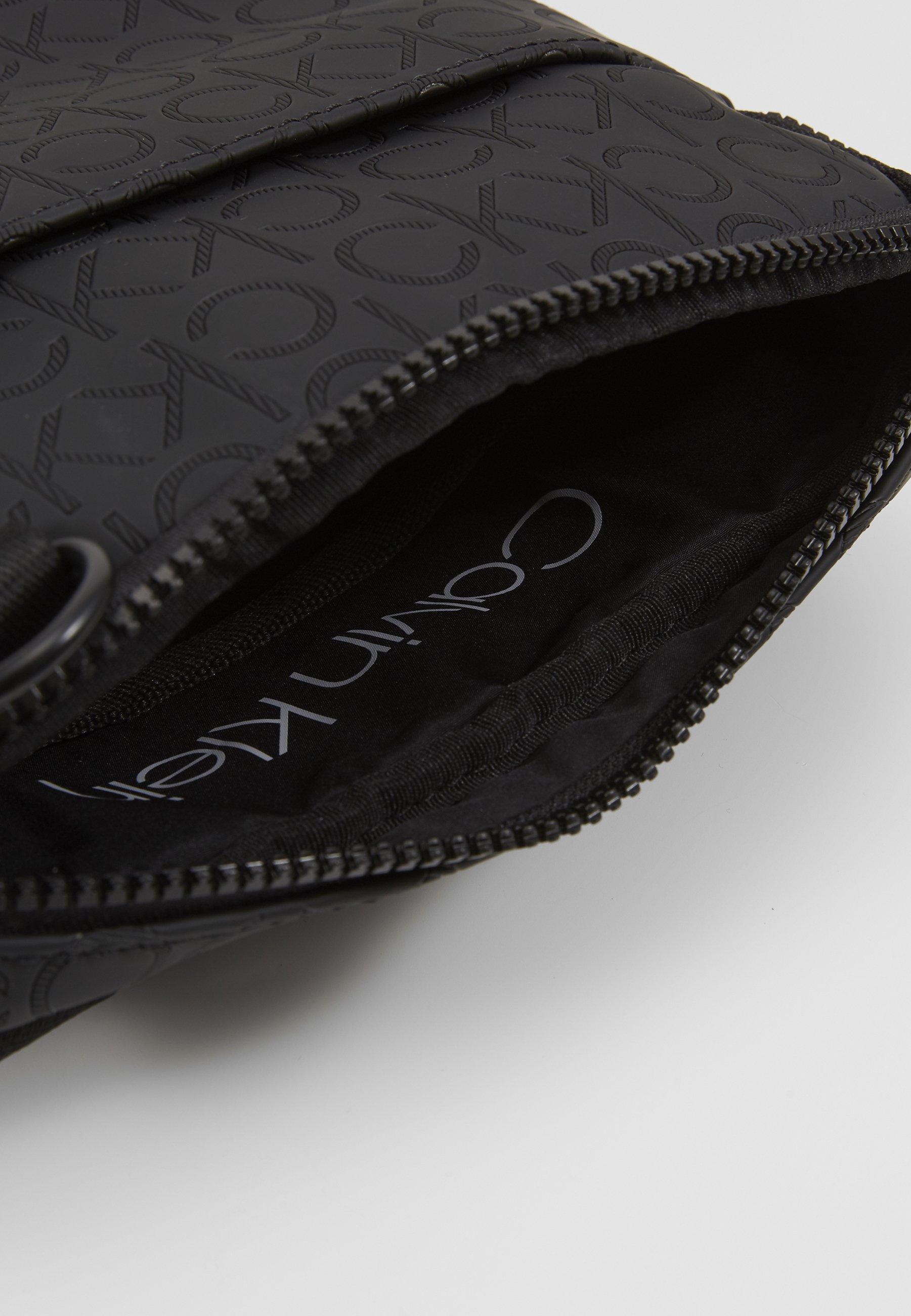 Calvin Klein MONO BLEND FLAT CROSSOVER - Skulderveske - black