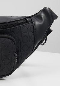Calvin Klein - MONO BLEND WAISTBAG - Heuptas - black - 2
