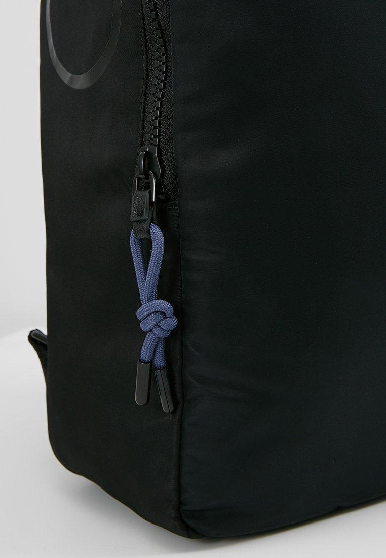 Dos Round Klein Black À Trail BackpackSac Calvin HYeEWD29I