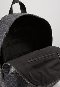Calvin Klein - MONO ROUND BACKPACK - Sac à dos - black - 5